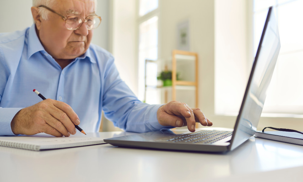man planning his retirement on a computer to prevent early withdrawals